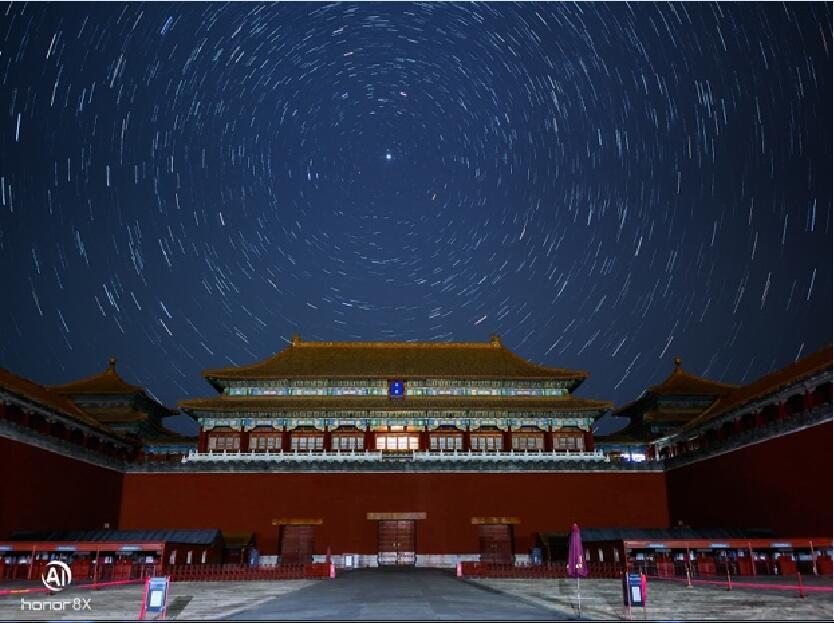 91%超高屏占比+幻影蓝潮酷配色 荣耀8X幻影蓝和白宇一同亮相杭州